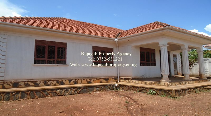 NEWLY BUILT BUNGALOW FOR SALE AT JINJA WALUKUBA