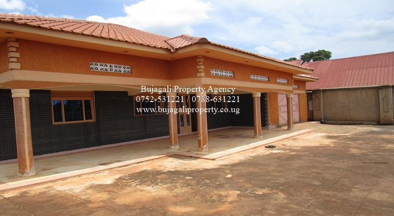 FOUR BEDROOM BUNGALOW FOR RENT AT KIMAKA JINJA