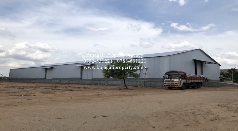 1400SQFT STORAGE WAREHOUSE FOR SALE IN JINJA TOWN