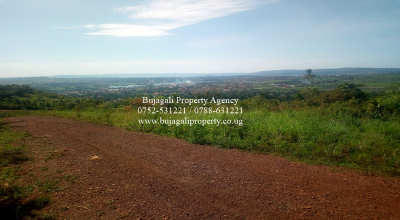 33 DECIMAL TITLED RESIDENTIAL PLOT AT NJERU NEAR NILE HOTEL