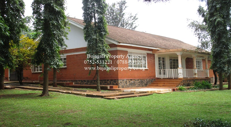 SPACIOUS FAMILY BUNGALOW FOR SALE AT NJERU BUIKWE