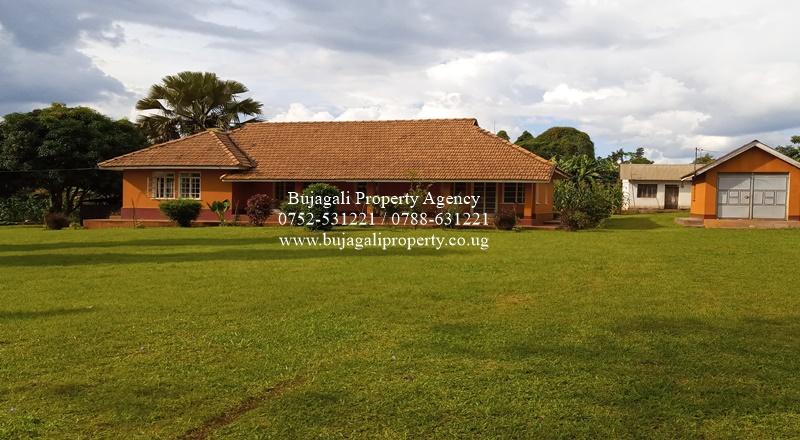 JINJA 1960'S OLD COLONIAL HOUSE ON A PRIME PLOT