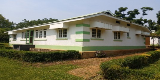 JINJA TOWN OLD COLONIAL HOUSE FOR SALE NEAR THE GOLF CLUB