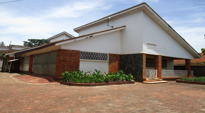 SPACIOUS FAMILY HOME FOR RENT IN JINJA TOWN