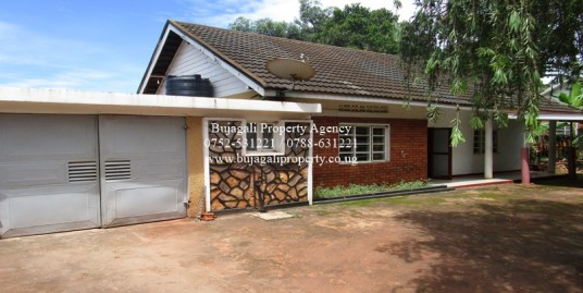 FAMILY HOME ON HALF ACRE PLOT FOR SALE IN JINJA