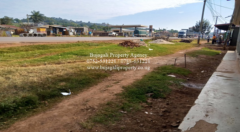 COMMERCIAL PLOT FOR SALE AT MBIKO JINJA ALONG THE ROAD
