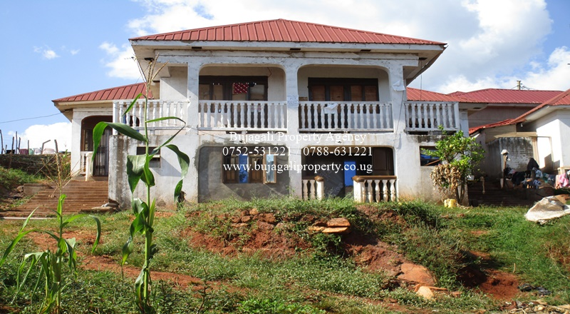 SIX BEDROOM HOUSE FOR SALE AT BUGEMBE JINJA