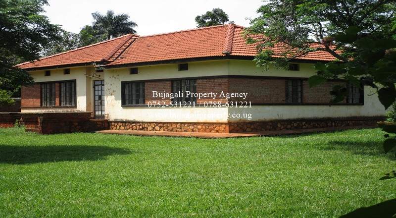 RESIDENTIAL JINJA CITY BUNGALOW FOR SALE IN A PRIME AREA
