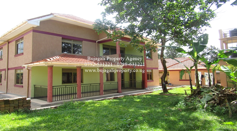 NEW SEVEN BEDROOM TOWN HOUSE TO LET AT MPUMUDDE JINJA CITY