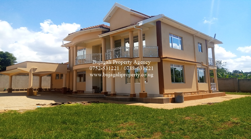SIX BEDROOM TOWN HOUSE TO LET AT BUJOWALI NJERU MUNICIPALITY