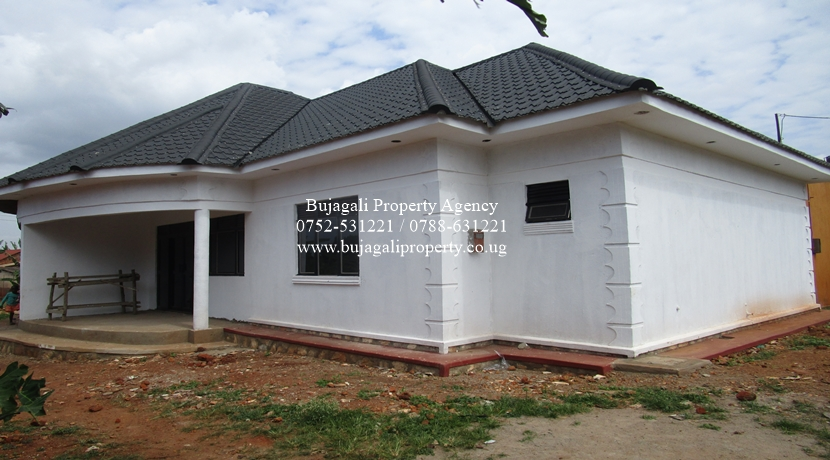 NEWLY TWO BEDROOM APARTMENT FOR RENT AT WALUKUBA JINJA